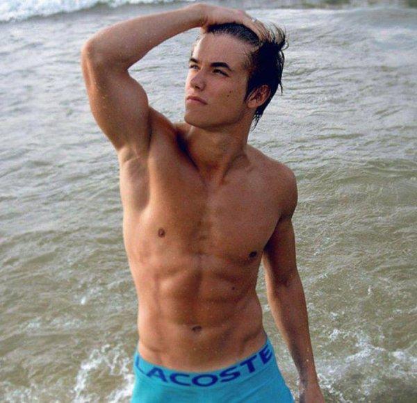 jeune sportif gay teub de beur